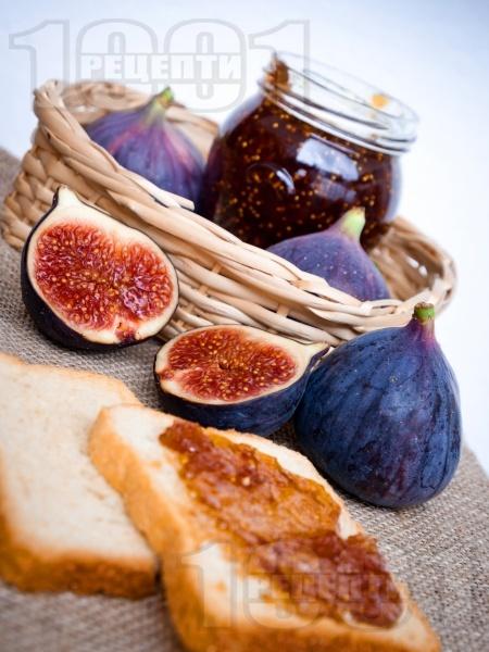 Сладко от зрели смокини - снимка на рецептата